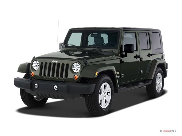 2007 Jeep Wrangler 2WD 4-door Unlimited Sahara Angular Front Exterior View