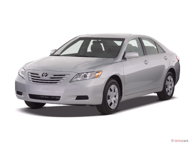 2007 Toyota Camry 4-door Sedan I4 Auto LE (Natl) Angular Front Exterior View