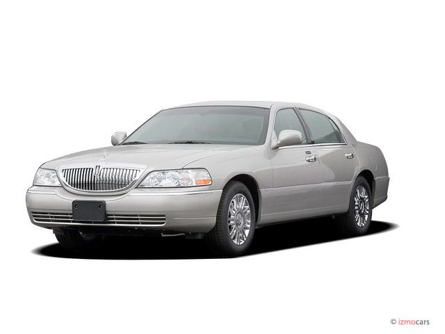 2008 Lincoln Town Car 4-door Sedan Signature Limited Angular Front Exterior View