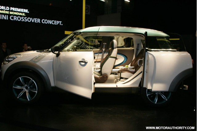 2008 mini crossover concept live paris 019
