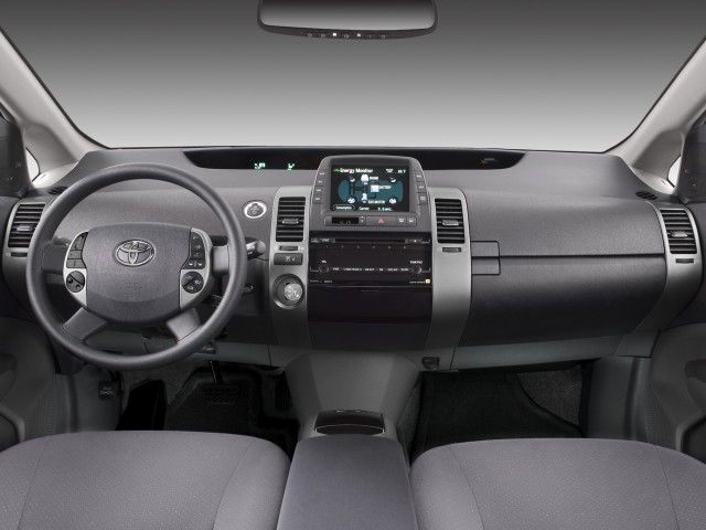 Dashboard - 2008 Toyota Prius 5dr HB Base (Natl)