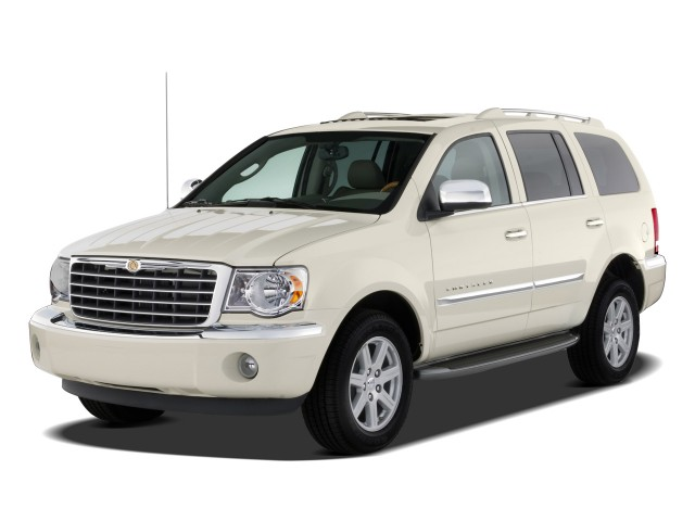 2009 Chrysler Aspen RWD 4-door Limited Angular Front Exterior View