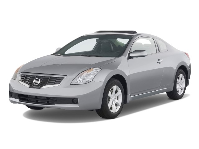 2009 Nissan Altima 2-door Coupe I4 CVT S Angular Front Exterior View
