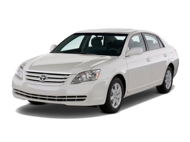 2009 Toyota Avalon 4-door Sedan XL (Natl) Angular Front Exterior View