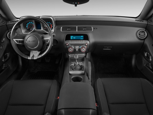 2010 Chevrolet Camaro 2-door Coupe 1SS Dashboard