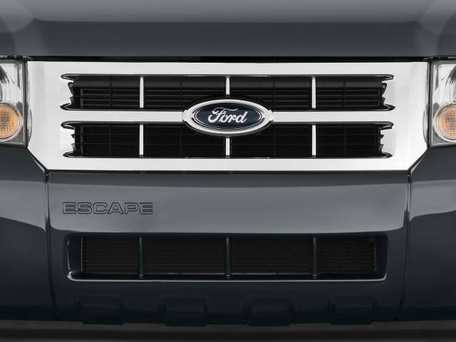 2010 Ford Escape FWD 4-door XLT Grille