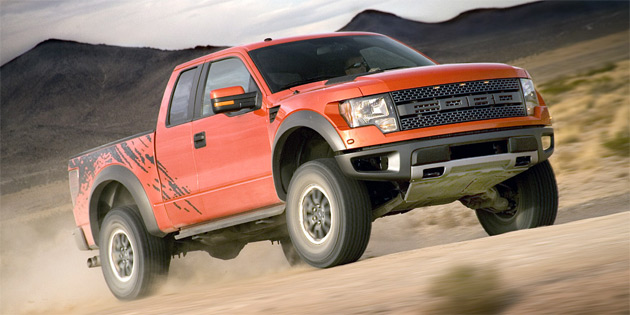 The SVT Raptor features its own unique suspension set-up and a 320hp (238kW) 5.4L V8 with 390lb-ft (528Nm) on tap