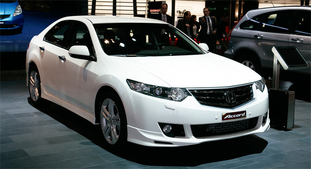 The Accord Euro Type S will be available with two new colors - White Pearl and Basque Red