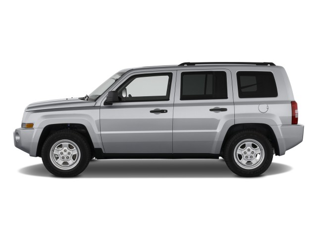 Side Exterior View - 2010 Jeep Patriot FWD 4-door Sport