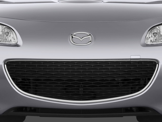 2010-mazda-mx-5-miata-2-door-convertible-prht-man-grand-touring-grille_100243039_s.jpg