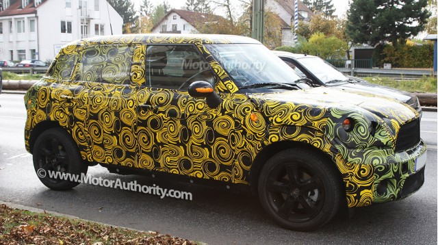2010 mini crossover crossman maxi spy shots oct 005