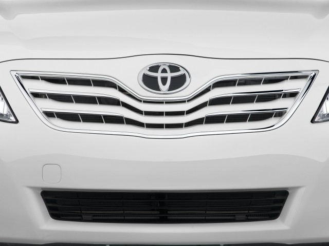 Grille - 2010 Toyota Camry 4-door Sedan V6 Auto XLE (Natl)
