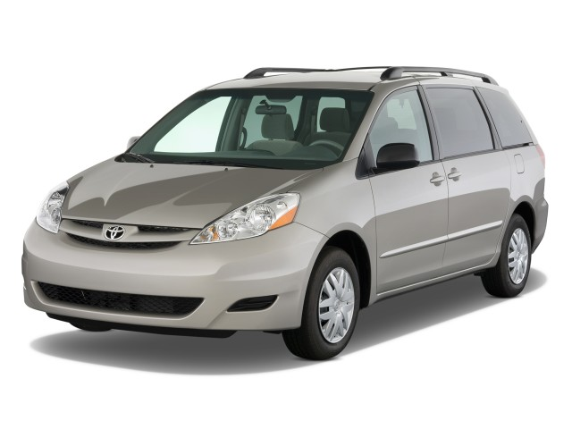 Angular Front Exterior View - 2010 Toyota Sienna 5dr 8-Pass Van LE FWD (Natl)