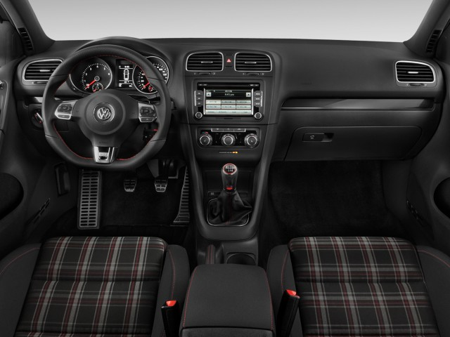 Dashboard - 2010 Volkswagen GTI 2-door HB Man PZEV