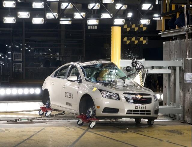 2011 Chevrolet Cruze crash test