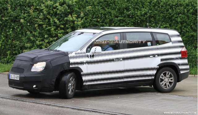 2011 Chevrolet Orlando spy shots