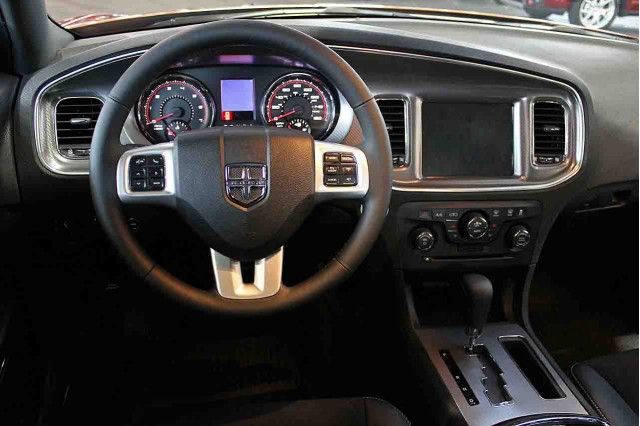 2011-dodge-charger_100329123_s.jpg