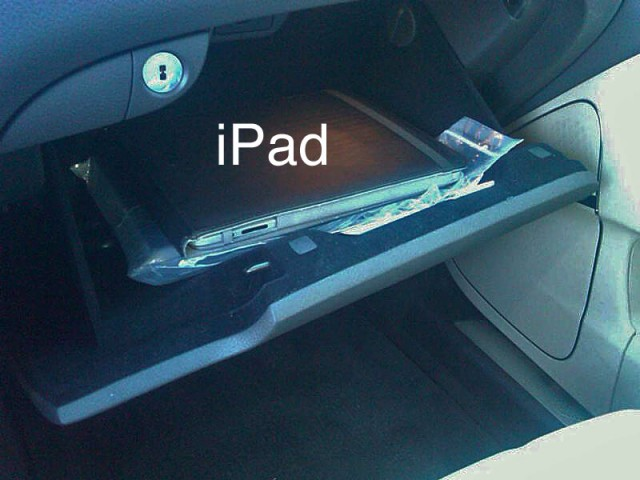 2011 Hyundai Equus with Apple iPad