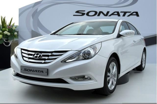 2011-hyundai-sonata_100229142_s.jpg