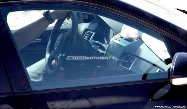 2011 Volkswagen Touareg spy shots