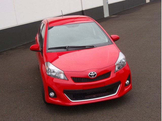 2012 toyota yaris vs 2012 honda fit subcompact hatches compared. Black Bedroom Furniture Sets. Home Design Ideas