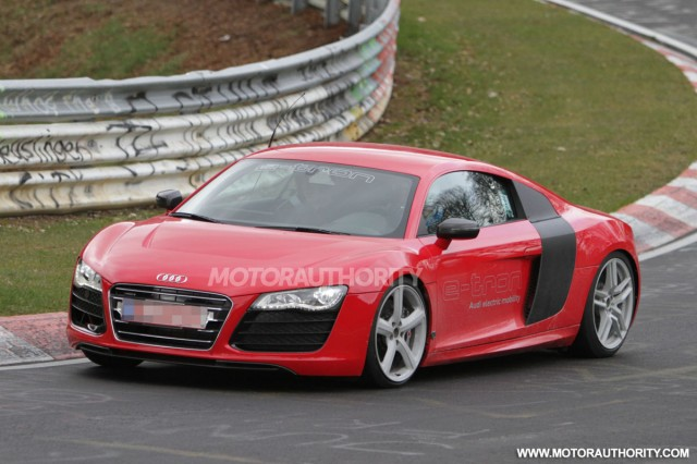 2013 Audi R8 e-tron test mule spy shots