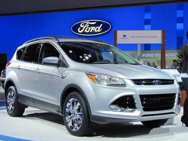 2013 ford escape gets official epa gas mileage ratings. Black Bedroom Furniture Sets. Home Design Ideas