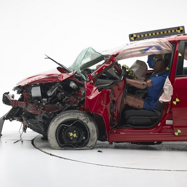 2013 Honda Fit - IIHS small-overlap front crash test