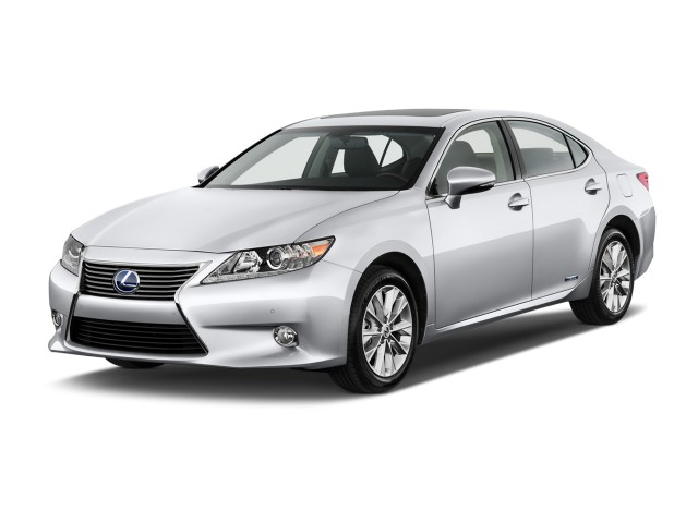 2013 Lexus ES 300h 4-door Sedan Angular Front Exterior View