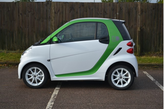 Tiny smart cars lose 5 billion for mercedes benz report for Mercedes benz smart car for sale