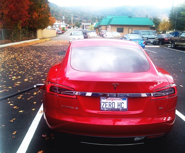 2013 Tesla Model S in Grants Pass, Oregon, Nov 2013 [photo: George Parrott]