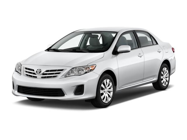 2013 Toyota Corolla 4-door Sedan Auto LE (Natl) Angular Front Exterior View