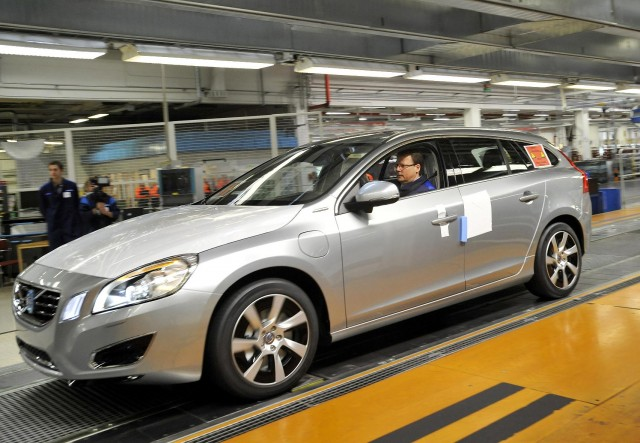 2013 Volvo V60 Plug-in Hybrid enters production