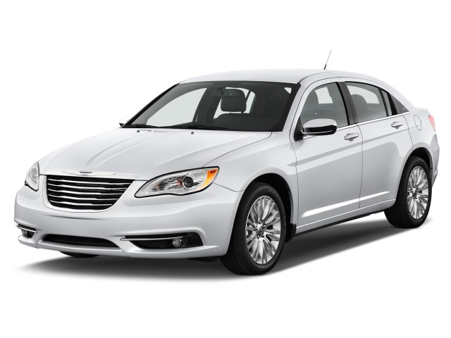 2014 Chrysler 200 4-door Sedan Limited Angular Front Exterior View