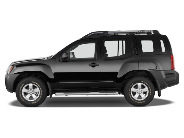 2014 Nissan Xterra 2WD 4-door Auto X Side Exterior View