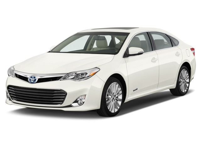 2014 Toyota Avalon Hybrid 4-door Sedan Limited (Natl) Angular Front Exterior View