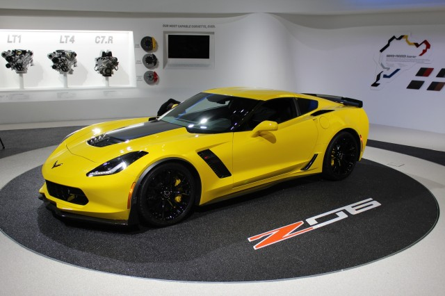 2015 Chevrolet Corvette Z06 - 2014 Detroit Auto Show live photos