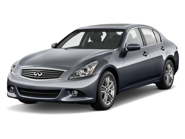 2015 Infiniti Q40 4-door Sedan RWD Angular Front Exterior View