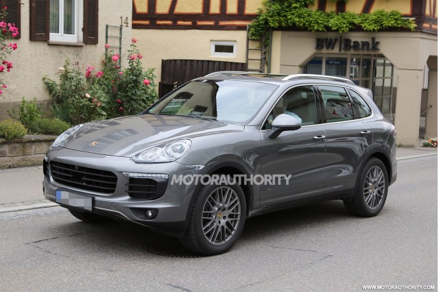 2015 Porsche Cayenne facelift spy shots