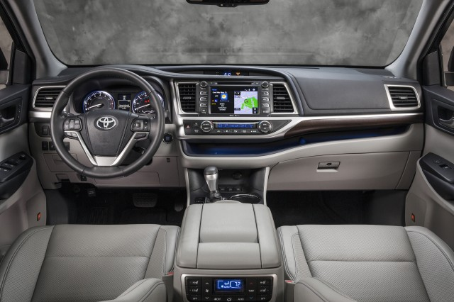 Nissan Pathfinder Vs Toyota Highlander Compare Cars