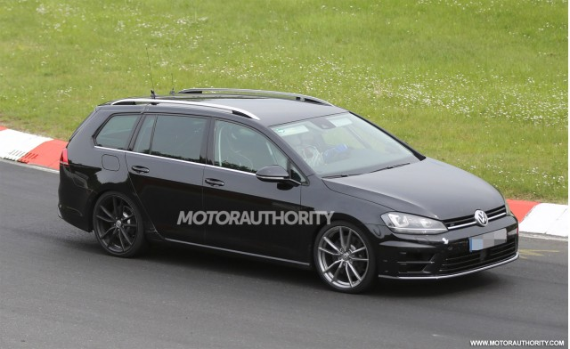 2015 Volkswagen Golf R wagon spy shots