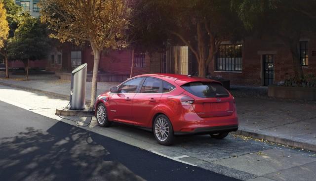 2017 nissan leaf vs 2016 ford focus electric compare cars. Black Bedroom Furniture Sets. Home Design Ideas