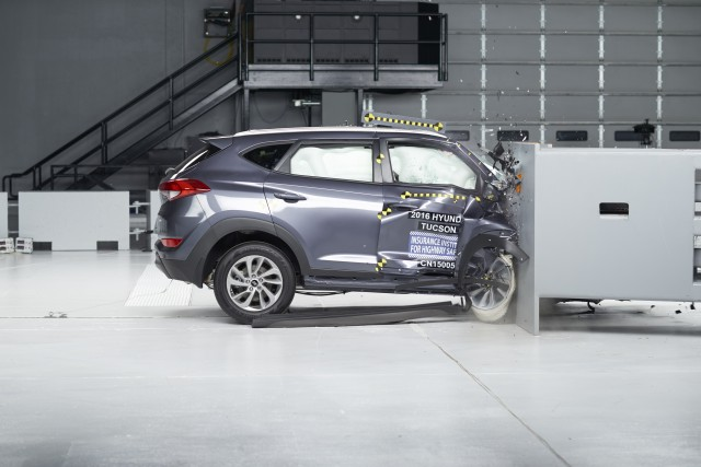 2016 Hyundai Tucson, IIHS small front overlap crash test