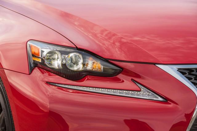 2016 Lexus IS (IS 200t)