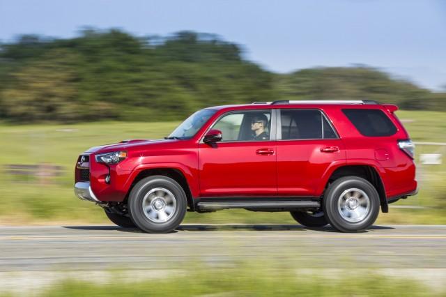 Toyota 4runner Off Road >> 2017 Toyota 4Runner vs. 2017 Jeep Wrangler: Compare Cars