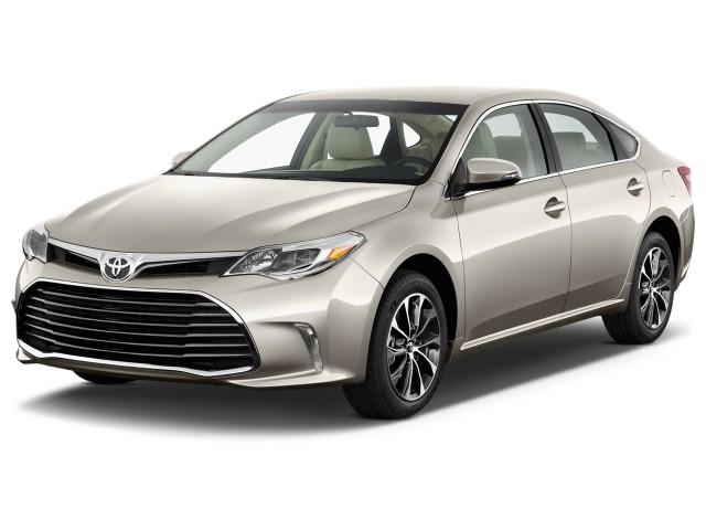 2016 Toyota Avalon 4-door Sedan XLE (Natl) Angular Front Exterior View