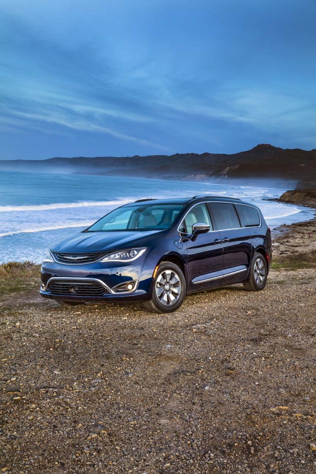 2017 chrysler pacifica review ratings specs prices and. Black Bedroom Furniture Sets. Home Design Ideas