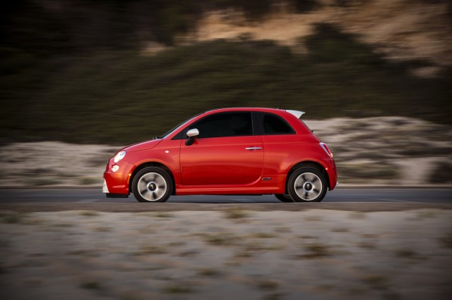 2017 fiat 500e review ratings specs prices and photos the car connection. Black Bedroom Furniture Sets. Home Design Ideas