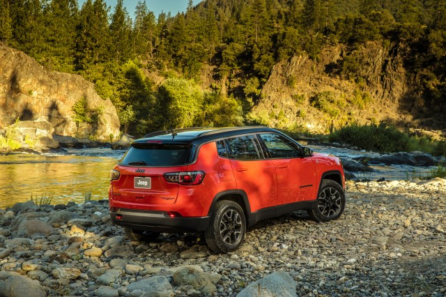 2017 Jeep Compass launched in LA, new small SUV for ...