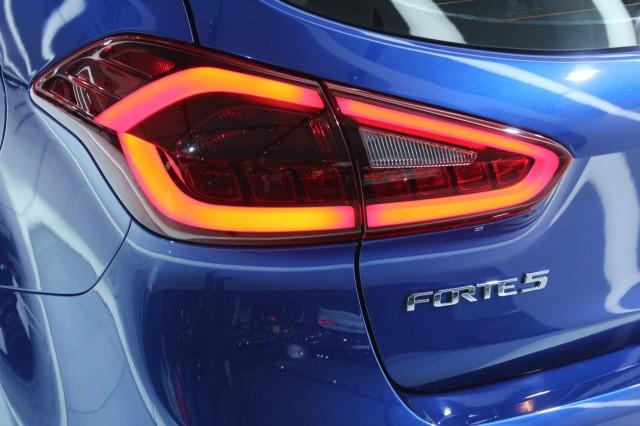 2017 Kia Forte (Forte5)  -  2016 Detroit Auto Show live photos